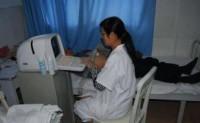 """孕妇因贫困不做产前检查,婴儿出生时戴着""""口罩"""",与医生和母亲工作有关"""