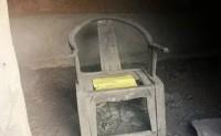 这是这个山村里50年来没人敢捡的一把好椅子。