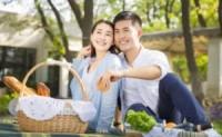 夫妻恩爱的家庭,不仅可以提高孩子的情商,他未来的婚姻也很好