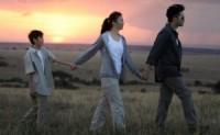 在剧中男主角之外的夫妻,婚姻一直不乐观的家庭,伴随着几十年的羡慕