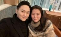 人到中年不由自主,袁咏仪、张智霖夫妇低调的外表,普通的中年夫妻